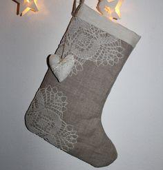 Nr. 1 **Ein schöner dekorativer **Nikolausstiefel**aus reinem, naturfarbenen Leinen  zum Befüllen, oder einfach als Deko am Kamin, an der Wand, an der Tür. Sorgfältig genäht. Die dekorative, zarte...