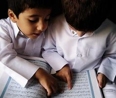 Senengnya kalo punya anak sholeh & pinter baca Al Quran....