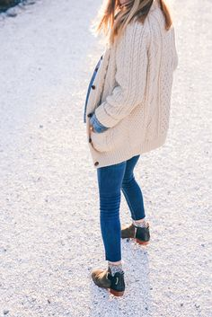 Cozy sweater, skinny jeans and ankle boots - Jess Kirby winter style