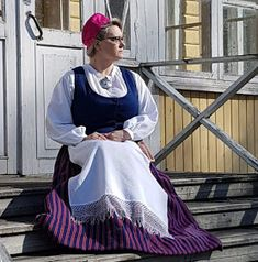 Anneliinin Aarteet : Laatokan Karjalan kansallispuku Costumes, Roots, Dresses, Fashion, Vestidos, Moda, Dress Up Clothes, Fashion Styles, Fancy Dress