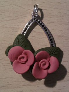 Pendant with roses fimo