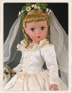 Vintage Madame Alexander Margaret bride from 1952 Pretty Dolls, Beautiful Dolls, Beautiful Bride, Antique Dolls, Vintage Dolls, Vintage Madame Alexander Dolls, Bride Dolls, Brides And Bridesmaids, Vintage Children