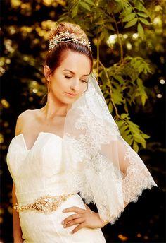 WEDDING VEIL Freya - One Tier Veil , Bridal Veil, elbow length Veil, chantilly lace veil, ivory veil made to order
