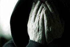 Πλησίστιος...: Γιατί είμαστε τυφλοί και εύπιστοι