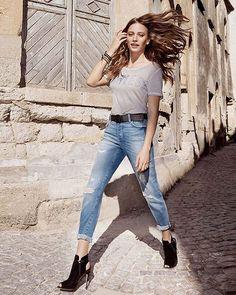 Serenay yeni sezonu Cindy mom jeans'le açıyor! Yüksek belli, rahat kesimli ve yırtıklarıyla zenginleşen bu model, 90'lar trendini günümüze taşıyor.