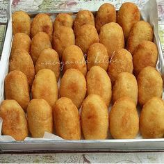 Indonesian Desserts, Indonesian Food, Indonesian Recipes, Savory Snacks, Snack Recipes, Cooking Recipes, Cooking Tips, Beignets, Food Business Ideas