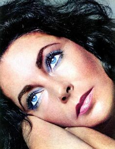 Elizabeth Taylor those beautiful violet eyes!
