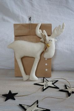 Pea me łosio Christmas - Reindeer - image only. Moose Crafts, Christmas Projects, Felt Crafts, Holiday Crafts, Christmas Sewing, Noel Christmas, All Things Christmas, Handmade Christmas, Xmas Ornaments