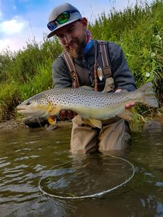 Trout from Dunajec River - Poland 2017 :) #BROTHERSPOWER  #flyfish #flyfishing #flyfishinginpoland #flyfishingpoland #flyfishingaddict  #flyfishingnation #flyfishingjunkie #flytyingmaterials #flytyingaddict #flytyingporn #flytyingjunkie #fliesfororder #flyfortrout #fishing #fish #brownie #browntroutflyfishing #trout #troutfishing #fishingtrip #touroperator #Poland #browntrout #Dunajec #Poland #fishingguide #flyfishingguide #peche #pechemouche