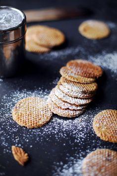 Une délicieuse recette de gaufres lilloises à tester pour le goûter. N'hésitez pas à varier les farines : la farine de châtaigne fonctionne particulièrement bien. Utilisez-la en complément de la farine de blé pour équilibrer son goût puissant.