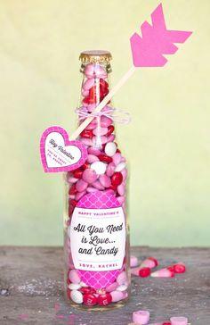botella rellena de caramelos
