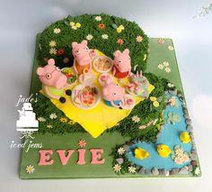 Peppa pig picnic cake. Grass number 2 cake