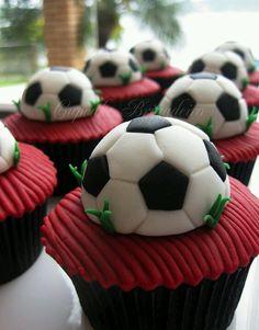 For soccer fans... Cute cupcakes idea.