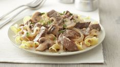 Beef Stroganoff Classic Beef Stroganoff--Basic ingredients, quick prep and great flavor—all reasons that this dish is a classic!Classic Beef Stroganoff--Basic ingredients, quick prep and great flavor—all reasons that this dish is a classic! Beef Recipes, Cooking Recipes, Chicken Recipes, Recipies, Stroganoff Recipe, Mushroom Stroganoff, Carne Picada, Comfort Food, Salads