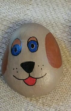 Easy Paint Rock For Try at Home (Stone Art & Rock Painting Ideas) Painted Rock Animals, Painted Rocks Craft, Hand Painted Rocks, Rock Painting Patterns, Rock Painting Ideas Easy, Rock Painting Designs, Pebble Painting, Pebble Art, Stone Painting