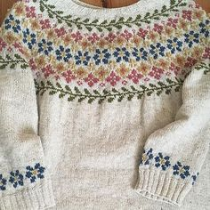 Ravelry is a community site, an organizational tool, and a yarn & pattern database for knitters and crocheters. Fair Isle Knitting Patterns, Fair Isle Pattern, Knitting Stitches, Knitting Designs, Free Knitting, Knitting Projects, Sock Knitting, Knitting Tutorials, Knitting Machine