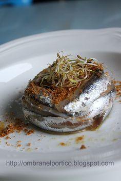 TORTINO freddo di alici, mozzarella di bufala, briciole croccanti, colatura di Cetara e germogli di finocchio