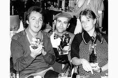 左から、ポール・マッカートニー、エルトン・ジョン、マッカートニーの当時の妻リンダ(1978年3月22日撮影) Photo: AFLO