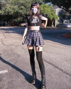 Grunge Outfits, Edgy Outfits, Grunge Fashion, Girl Outfits, 80s Punk Fashion, Pastel Goth Outfits, Grunge Clothes, 2000s Fashion, Kawaii Clothes