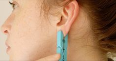 Ear reflexology with a clothes pin! Cold And Cough Remedies, Sleep Remedies, Headache Remedies, Hair Remedies, Skin Care Remedies, Acne Remedies, Holistic Remedies, Natural Home Remedies, Ear Reflexology