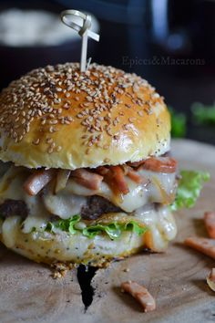 Berger savoyard - The Best Soft Recipes Whole Foods Market, Crazy Burger, Whole Food Recipes, Cooking Recipes, Fancy Dinner Recipes, Mini Burgers, Delicious Burgers, Yummy Food, Good Food