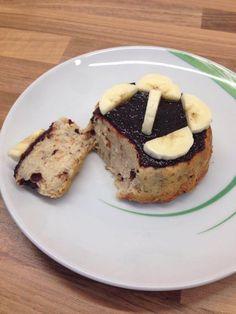 Ein saftiger und mega leckerer Bananen Tassenkuchen aus der Mikrowelle. Mit köstlichen Schokosplittern und wenig Fett!