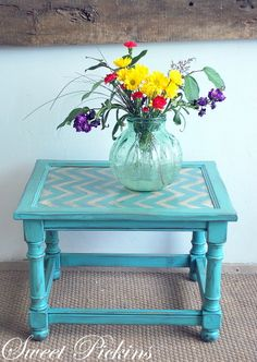 You can pick out a fabric design place a piece of glass sized for the table top and add a frame around the edge of the table! Furniture Fix, Refurbished Furniture, Repurposed Furniture, Furniture Projects, Furniture Makeover, Painted Furniture, Painted Dressers, Office Furniture, Modern Furniture