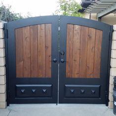 Fence Gate Design, House Gate Design, Timber Front Door, Floating Boat Docks, Driveway Gate, Iron Gates, Entrance, New Homes, Backyard