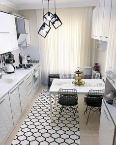 Harika teras, uzanma koltuklu köşe takımı, ekstra dolaplarla kullanışlı h… Great terrace, corner set with reclining sofa, kitchen made available with extra cupboards and many more great ideas. Let's be a guest at Seda's house. Small Living Rooms, Living Room Sofa, Living Room Designs, Living Room Decor, Grey Leather Reclining Sofa, Leather Recliner, Kitchen Decor, Kitchen Design, Kitchen Mat