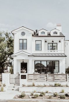 J& cette belle maison blanche. - J& cette belle maison blanche. Dream House Exterior, Dream House Plans, Cottage Exterior, House Ideas Exterior, Cute House, House 2, Tiny House, Style At Home, Dream Home Design