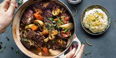 Ingenting varmer så godt som en ekte fransk gryterett! Oppskrift på fransk gryterett med oksebog, bacon, sopp og sitronpotetmos.