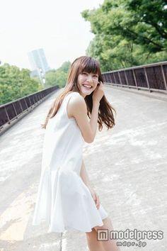 モデル佐藤ありさ Japan Woman, Cute Japanese Girl, Japanese Beauty, Flirting, White Dress, Lady, Womens Fashion, Beautiful, Dresses