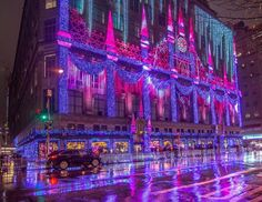 Saks Fifth Avenue Holiday Light Show in its most wonderful time in the rain last night Photo: Noel Y. New York City Christmas, Winter Christmas, Christmas Time, Christmas Decor, Merry Christmas, New York Trip Planning, City That Never Sleeps, New York Travel, Holiday Lights