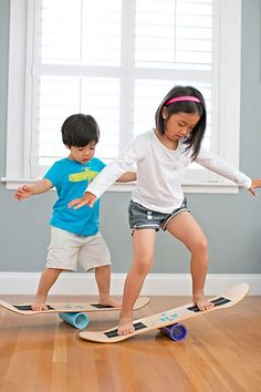 Here's a toy that's safer than a skateboard or an indo board. A piece of PVC pipe bolted to the middle of the underside of a skateboard deck results in an easy three-step balance board to get the litt (Step Children Diy Projects) Projects For Kids, Diy For Kids, Cool Kids, Gifts For Kids, Diy Projects, Skateboard Deck, To Do This Weekend, Balance Board, Family Room Design
