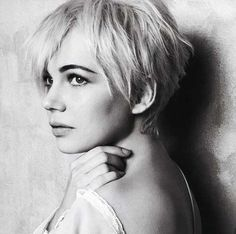michelle williams_and matilda, it was a sweet moment, very natural and lovely woman, I love her Celebrity Short Haircuts, Short Pixie Haircuts, Short Hair Cuts, Short Hair Styles, Pixie Cuts, Easy Hairstyles For Thick Hair, Casual Hairstyles, Cool Hairstyles, Hairstyle Ideas