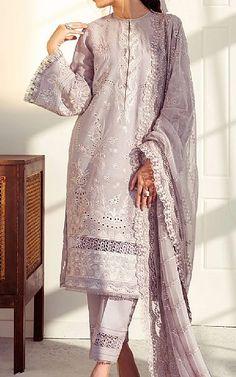 Pakistani Dresses Online Shopping, Suits Online Shopping, Fashion Pants, Fashion Dresses, Pakistani Lawn Suits, Eid Dresses, Pakistani Designers, Baroque Fashion, Clothes For Sale