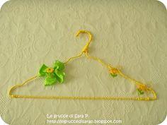 Gruccia con cordoncino giallo, margherite e fiocco verde