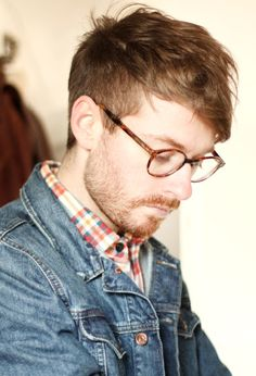 ODell this should be your new hair cut. ODell what do you think? Stylish Men, Men Casual, Casual Outfits, Modern Hepburn, Mens Glasses, Nice Glasses, Men's Grooming, Facial Hair, Haircuts For Men