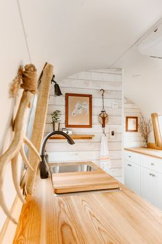 See Inside a Musician's Retro-Inspired Airstream Home - Retro-Inspired Airstream Home Tour Vintage Caravans, Vintage Trailers, Over The Desk, Airstream Remodel, Antique Frames, Vintage Chairs, Colorful Decor, Square Feet, House Tours