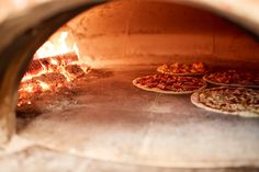 Stone Pizza Oven, Diy Pizza Oven, Pizza Oven Outdoor, Pizza Bake, Pizza Ovens, Fire Pit Oven, Pizza Champignon, Baked Bakery, Four A Pizza