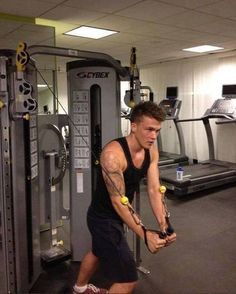 """""""You wish your drummer was as hot as ours """" hahaha I guess all of 1D is staying in shape during this tour, even Josh"""