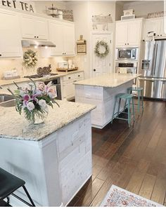 There are hundreds of awesome design ideas for kitchen cabinets and this article will discuss a few of the more popular ones. Many homeowners, whether they are designing a kitchen for a new home or an existing home, will find that selecting a reputable. Kitchen Redo, New Kitchen, Kitchen Remodel, Kitchen Dining, Gally Kitchen, Kitchen Ideas, Smart Kitchen, Dining Room, French Country Kitchens