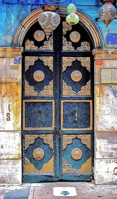 Stunning door in Turkey. Theculturetrip.com offers lots more info on artistic creations around the world.