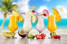Willkommen auf der Seite »Schrittanleitungen.de«. Vergiss nicht, unseren Youtube – Account » Schrittanleitungen « zu Abonnieren! Um nichts zu verpassen und immer auf dem aktuellsten Stand zu sein ! Hier werden täglich aufregende Tipps & Tricks, Do it your self tutorials, Lifehacks, Beauty Tipps sowie leckere Rezepte gepostet. Melonen-Limonaden-Drink: Zutaten: für 2 Drinks 1 Wassermelone (ca. 500 g) 4 TL Himbeersirup Zitronenlimonade zum Aufgießen Crushed-Ice Mix it: 1. Schneide die Schale...