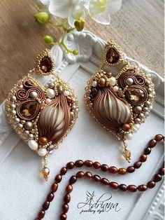 Ribbon Jewelry, Bead Embroidery Jewelry, Beaded Bracelet Patterns, Soutache Jewelry, Ribbon Embroidery, Beaded Jewelry, Shibori, Brooches Handmade, Handmade Jewelry