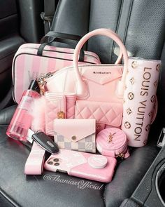 Pink Love, Cute Pink, Pretty In Pink, Luxury Purses, Luxury Bags, Baby Pink Aesthetic, Pink Wallpaper Iphone, Everything Pink, Cute Bags
