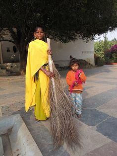 Brigada de limpieza #PERIPLOS en #India #viajes