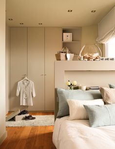Tonuri neutre într-un penthouse din Barcelona Dinning, Home, Decorating Details, Interior, Bedroom, Small Bedroom, Ideal Home, Deco, Penthouse