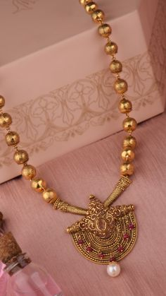 Radiant gold scrolls interspersed with vibrant pink beads on the AZVA necklace. Gold Bangles Design, Gold Earrings Designs, Gold Jewellery Design, Gold Temple Jewellery, Fancy Jewellery, Gold Jewelry, Gold Necklace, Gold Chain With Pendant, Bridal Jewelry