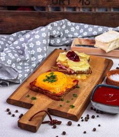 Hawaii toast duo It& time for a great time again - Rezepte und Lebensmittel - # Ketchup, Toast Hawaii, Butcher Block Cutting Board, Camembert Cheese, French Toast, Breakfast, Food, Super, Dip